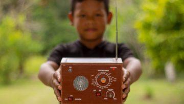 Desde Alemania, impulsan iniciativa solidaria para continuar la donación de radios ecológicas por el Vicariato de Iquitos